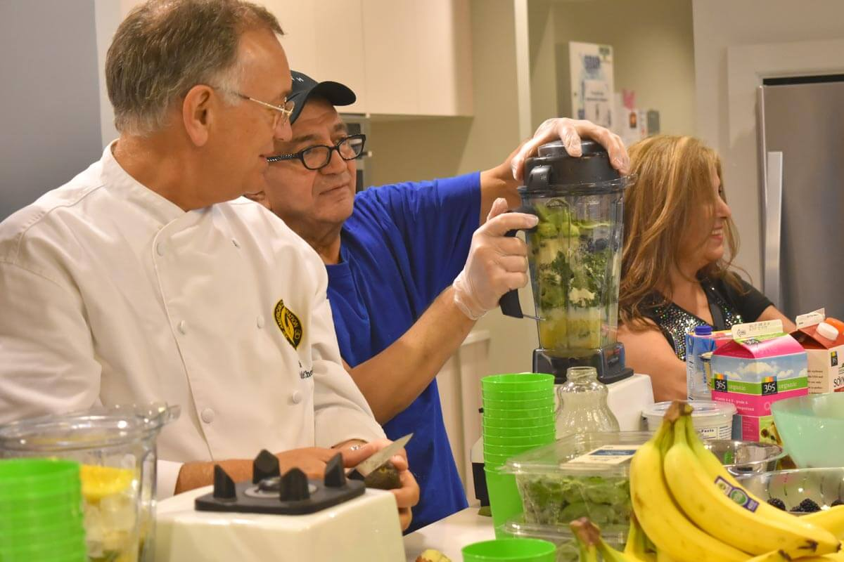 Hope Lodge residents create nutritious delicious smoothies